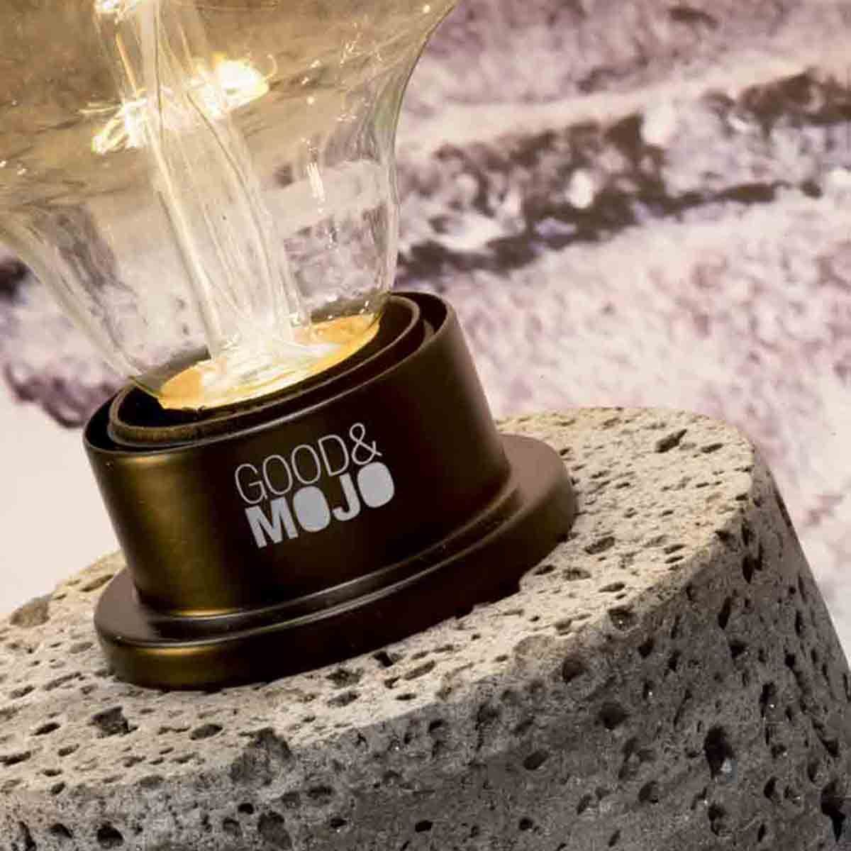 Lampe de table en roche volcanique gris clair Galapagos Good & Mojo