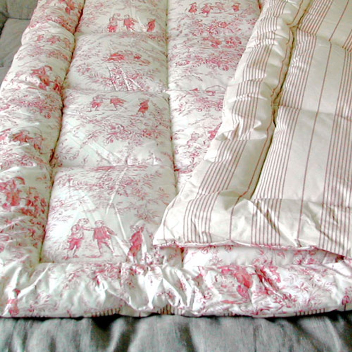 awesome edredon en coton matelass toile de jouy rouge dumas with parure de lit toile de jouy. Black Bedroom Furniture Sets. Home Design Ideas