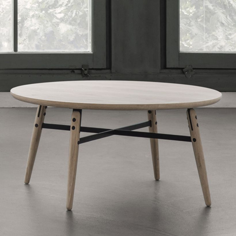 Table basse ronde en bois ch ne naturel et m tal arne for Table basse chene metal
