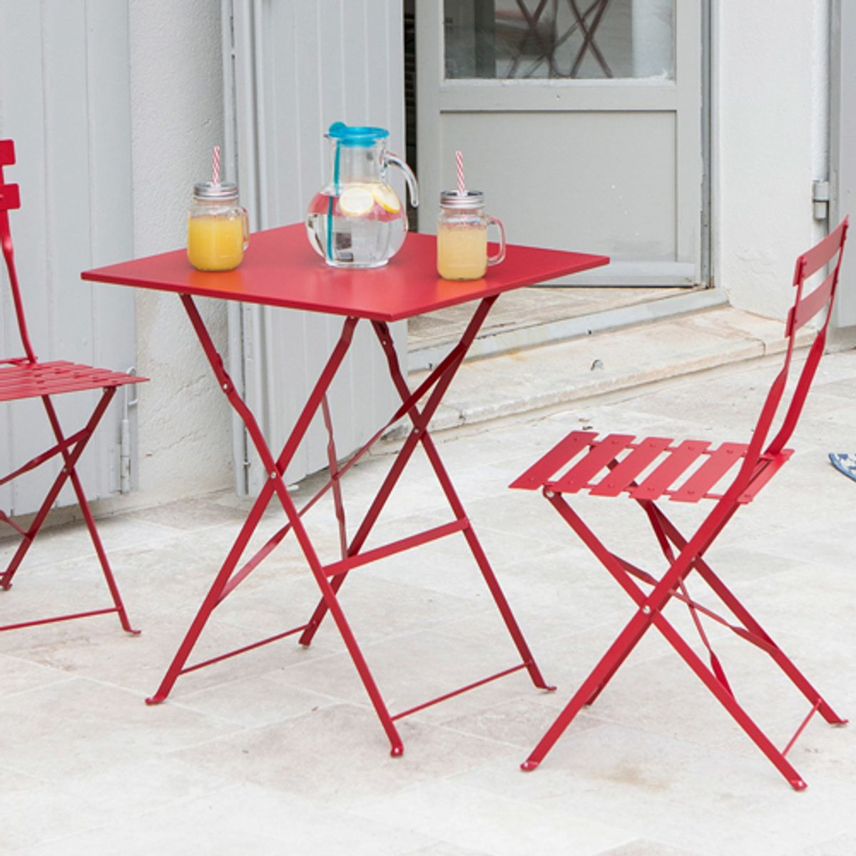 table de jardin carr e pliante en acier pop rouge decoclico. Black Bedroom Furniture Sets. Home Design Ideas