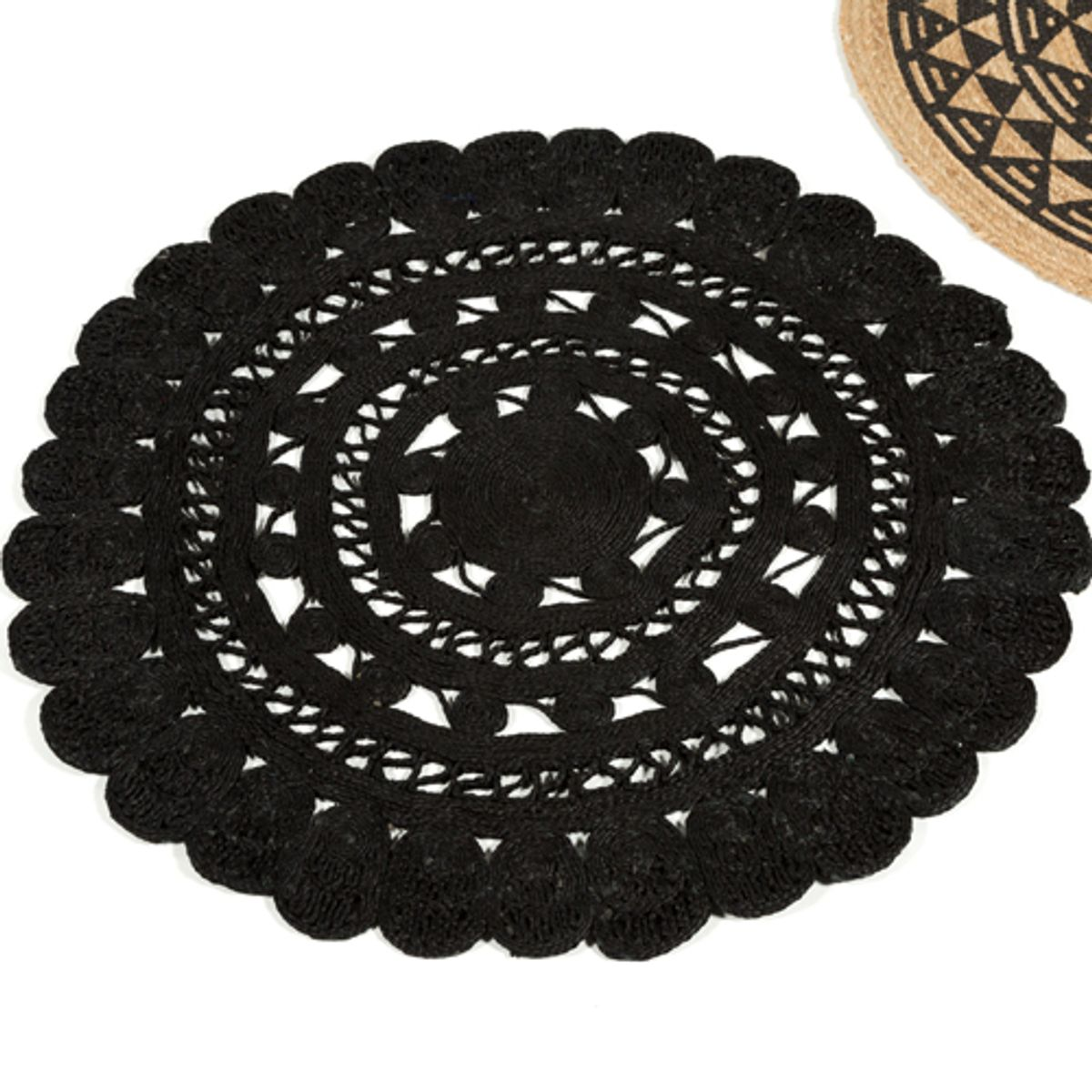 tapis rond en jute naturel tiss main fleur noir d120 cm decoclico. Black Bedroom Furniture Sets. Home Design Ideas